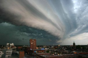 A shelf cloud associated with a heavy or severe thunderstorm over Enschede, Netherlands.  Photo by John Kerstholt. original upload by Solitude - From English Wikipedia